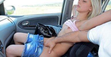 trío en el coche