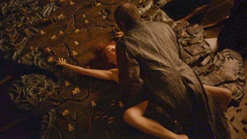 Sexo salvaje entre Melisandre y Stannis
