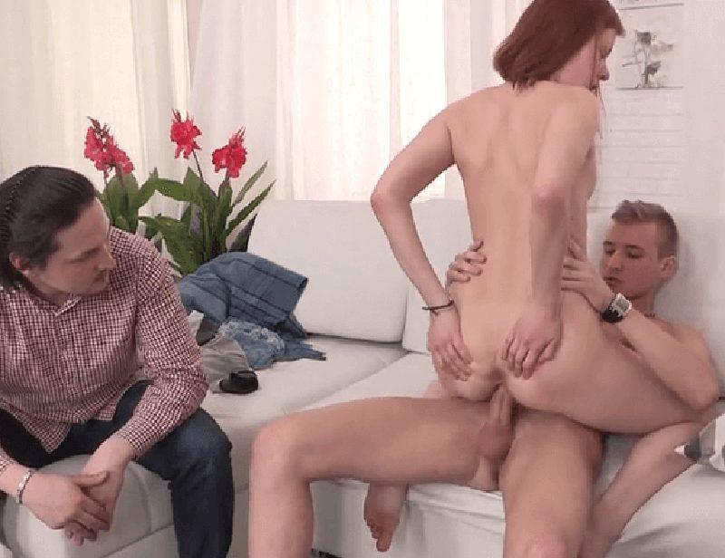 El juguete sexual de una pareja madura