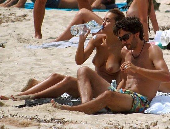 Mi primera vez en una playa nudista