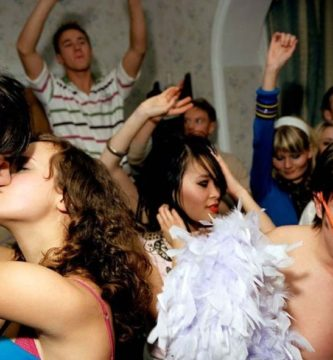 Sexo entre Adolescentes: El Barebacking o fiestas con premio