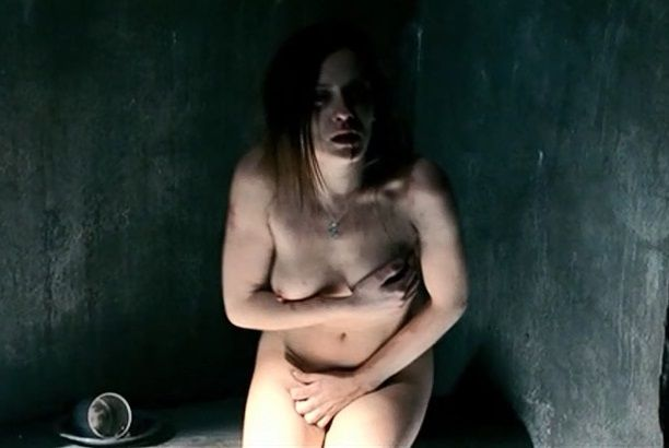 María León se desnuda en La voz dormida