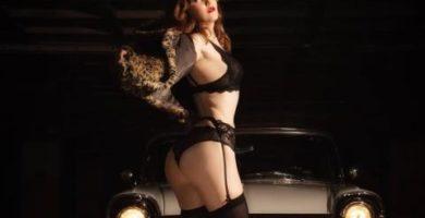 Are Rojas se desnuda en una gasolinera