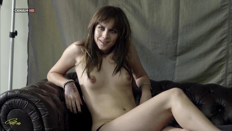 Aura Garrido desnuda