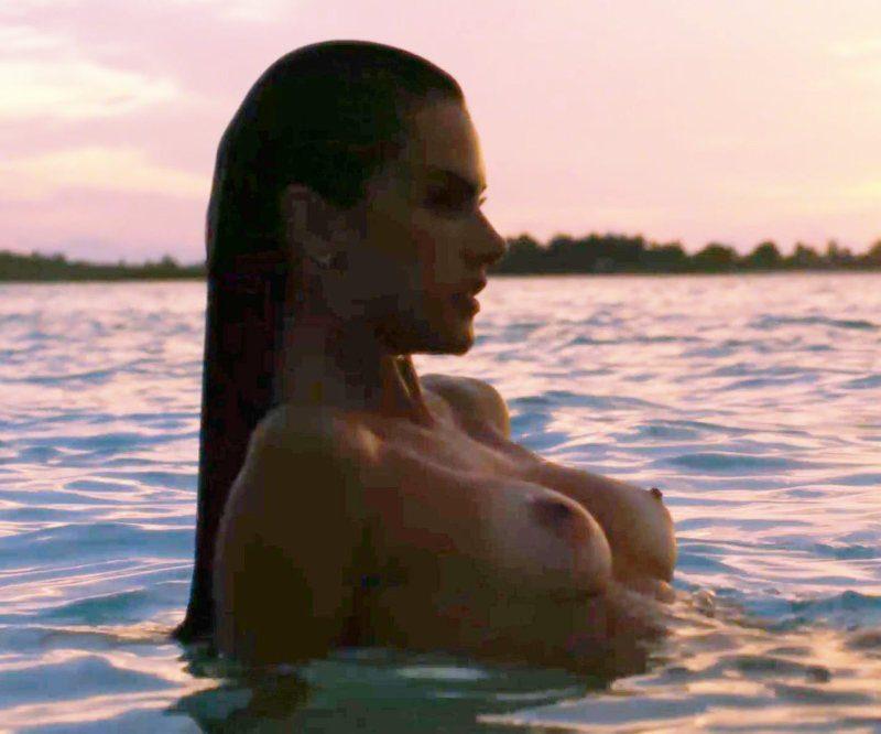Alessandra Ambrosio desnuda