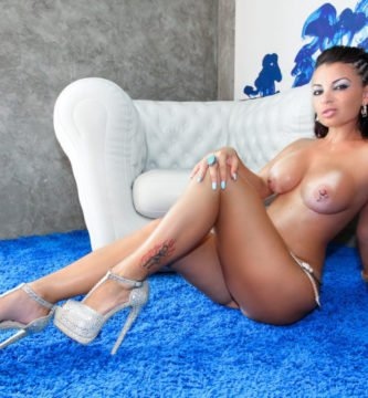 Amanda desnuda