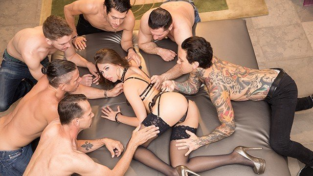 Riley Reid en gang bang, doble penetración, doble anal...