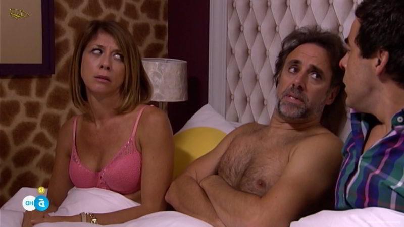 En la cama con sujetador