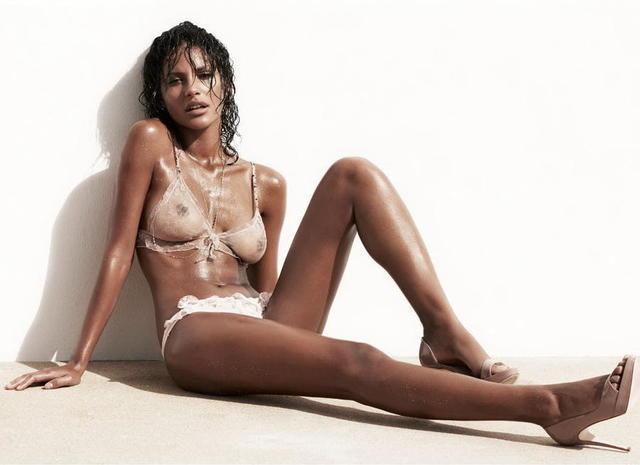 Paula Prendes desnuda