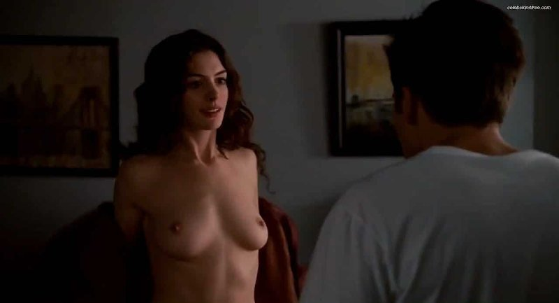 Anne Hathaway desnuda