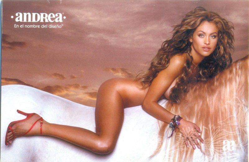 Paulina Rubio desnuda
