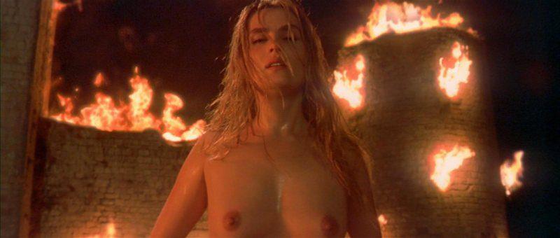 Emmanuelle Seigner desnuda