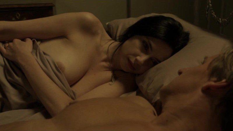 Marta Flich desnuda en la cama